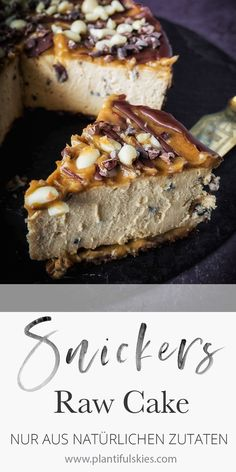 Snickers cheesecake, vegan, gluten-free, fermented - The perfect cake for summer! Chilled Snickers cake without baking. From purely natural ingredients. Snickers Cheesecake, Cheesecake Vegan, Snickers Torte, Vegan Cake, Desserts Français, French Desserts, French Recipes, Raw Food Recipes, Cake Recipes