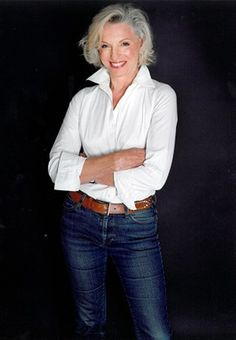 The ONE required item for any wardrobe - the white shirt, clean, pressed and looks great on you. FASHION OVER FIFTY Mature Women Fashion, Over 50 Womens Fashion, 50 Fashion, Look Fashion, Fashion Outfits, Fashion Trends, Mature Women Style, Street Fashion, Fashion Stores