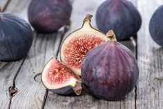 Figs Are One of The Most Alkaline Fruits Available. Alkalize Your Body to Prevent Cancer! Fig Fruit, Fresh Fruit, Fresh Figs, Alkaline Fruits, Figs Benefits, Health Benefits, Alkalize Your Body, Fall Fruits, In Natura