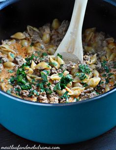 Creamy One-Pot Shells and Beef is an easy pasta dish that is cooked in a tomato cream sauce and is ready in just 30 minutes.