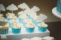 Hot Air Balloon themed baby shower with So Many Darling Ideas via Kara's Party Ideas Baby Party, Baby Shower Parties, Baby Shower Themes, Baby Shower Decorations, Balloon Decorations, Shower Ideas, Baby Shower Cupcakes, Fun Cupcakes, Cloud Party