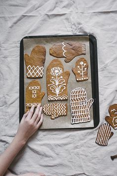 super cute gingerbread mitten cookies at Fine Little Day Christmas Gingerbread, Noel Christmas, Merry Little Christmas, Christmas And New Year, Winter Christmas, Xmas, Gingerbread Decorations, Holiday Treats, Christmas Treats