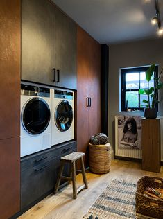 Interior Blogs, Industrial Chic Decor, Old Factory, Stacked Washer Dryer, Washing Machine, Home Appliances, Instagram, Laundry, Inspireren