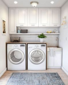 40 Gorgeous Small Laundry Room Design Ideas - Laundry areas, in general, easily end up a place where items are stored, stashed, and procrastinated -- to do later. With small laundry rooms this bec. Laundry Room Decals, Laundry Room Layouts, Laundry Room Remodel, Small Laundry Rooms, Laundry Room Organization, Laundry Room Design, Laundry Room With Sink, Laundry Sinks, Laundry Organizer