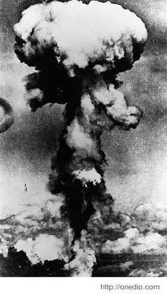 Japonya Hiroşima 06-08-1945 Atom bombası - Ağustos 1945'te Hiroşima'ya atılan atom bombası 80 bin kişinin hayatına mal oldu. 9 Ağusto'ta da aynı bomba bu kez Nagazaki'ye atıldı ve 100 binden fazla kişinin ölümüne yol açtı. Bombanın etkileri ise kuşaklar boyunca silinemedi.