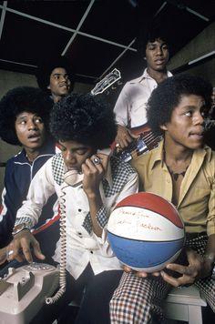 Michael Jackson Smile, Mike Jackson, Jackson Family, He Is My Everything, The Jacksons, Sports Memes, Love People, Greys Anatomy, Little Babies