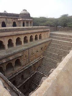 Rajon ki Baoli(デリー、1506年) インドにある地下深くへと続く美しい階段。その正体とは?