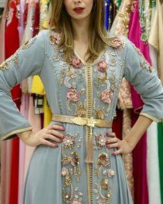 Caftan du Maroc Morrocan Dress, Moroccan Caftan, Muslim Fashion, Indian Fashion, Dress Up Outfits, Fashion Dresses, Kurti Embroidery Design, Arabic Dress, Kaftan Style