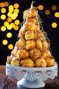 Croquembouche di Natale, ricetta facilissima per le festività natalizie Profiteroles, Mini Desserts, Delicious Desserts, Dessert Recipes, Croquembouche, Tasty Pastry, Xmas Food, Eat Dessert First, High Tea