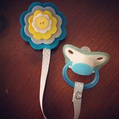 Felt flower Pacifier Clip-cute diy idea!