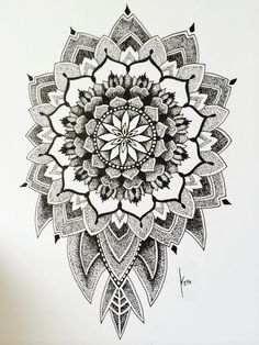 Mandala tattoos have been popular around the world for many years, and now its trend is getting higher and higher. mandala comes from Hinduism and Buddhism, and many people choose it as a tattoo design because it looks delicate and beautiful. Mandala Tattoo Design, Simple Mandala Tattoo, Dotwork Tattoo Mandala, Tattoo Designs, Design Tattoo, Arm Tattoo, Tattoo Motive, Sleeve Tattoos, Pattern Dots