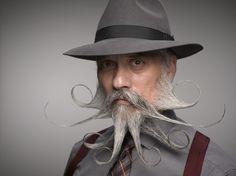 24 barbes et moustaches de l'extrême