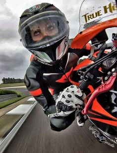 Motorcycles, bikers and more: Fotos Female Motorcycle Riders, Motorcycle Suit, Motorbike Girl, Moto Bike, Motorcycle Girls, Biker Boys, Biker Girl, Ducati Monster, Chicks On Bikes
