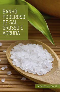 Faça esse banho hoje! A arruda quando combinada com o sal grosso ajuda a eliminar energias negativas do corpo e da alma.