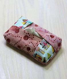 Sewing a tissue pocket from scraps of fabric - Diy Projekt- Taschentüchertasche aus Stoffresten nähen – Diy Projekt Sew a tissue pocket from scraps of fabric - Diy Crafts To Do, Cool Diy Projects, Easy Crafts, Sewing Crafts, Sewing Tutorials, Sewing Projects, Sewing Patterns, Macrame Projects, Stitch Crochet