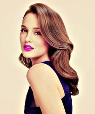 #leightonmeester is gorgeous! Love the pop of color #fushialips #beauty