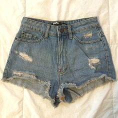 BDG Distressed Denim Shorts ✨BRAND NEW, NEVER WORN✨ only worn to take pic / good quality jeans Urban Outfitters Shorts Jean Shorts