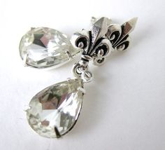 Marie Antoinette Vintage Crystal Rhinestone Earrings. Antiqued Silver Fleur de Lis Posts - if I were to marry Justin I would wear these. He loves fleur de lis