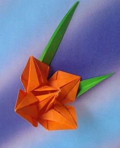 Daylily folded by me. Design by B.Domangue Diagrama PDF here https://leafpiece.files.wordpress.com/…/daylily_diagram_201…