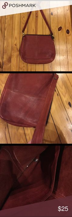 Vintage Leather shoulder Bag Burnt orange / brown leather bag. Some wear on inside and out but over all a very solid construction and could be cleaned up with polish 13x10x2 14 inch drop daveys leather Bags Shoulder Bags