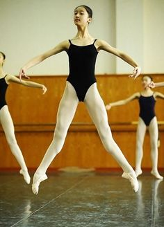 I need to show my students this picture before they work on their sautes.  Beautiful extension of the feet.