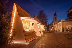 CHRISTMAS FAIR STALL DESIGN / Collalbo, Renon // Messner Architects Kiosk Design, Cafe Shop Design, Booth Design, Retail Design, Store Design, House Design, Interior Design Images, Cafe Interior Design, Restaurant Plan