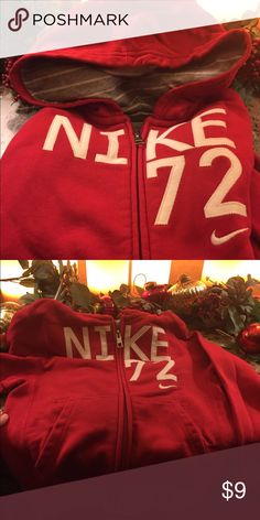 Nike Hoodie sweatshirt EUC- zip up front with pockets Nike Shirts & Tops Sweatshirts & Hoodies