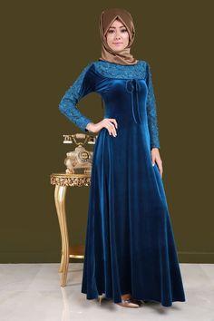 ** SONBAHAR / KIŞ ** Güpürü İnci Detay Bağcıklı Kadife Elbise Petrol Ürün Kodu: PN3955 --> 119.90 TL The Dress, High Neck Dress, Hijab Style Dress, Unique Doors, Fashion History, Indian Dresses, Hijab Fashion, Style Me, Big Cats Art