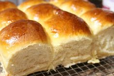 Deep South Dish: Old School Cafeteria-Style Yeast Rolls - Bread Recipes Homemade Yeast Rolls, Homemade Dinner Rolls, Dinner Rolls Recipe, Homemade Breads, Fluffy Yeast Rolls Recipe, Angel Rolls Recipe, No Yeast Dinner Rolls, School Rolls Recipe, School Cafeteria Yeast Rolls Recipe