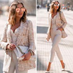 Mesi Szigeti | outfit inspo (@mesiszigeti) • Instagram-fényképek és -videók Classic Outfits, Cute Outfits, Trendy Fashion, Mens Fashion, Tweed Blazer, Working Woman, White Jeans, Zara, Street Style