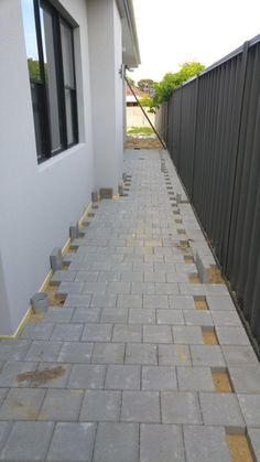 Eco Homes: Installing a thermal break with paving keeps the main house slab cooler in summer, as heat absorbed by the paving doesn't get transferred to the slab. Eco Homes, Home Insulation, Concrete Slab, Outdoor Living, Outdoor Decor, Maine House, Patio, House Styles, Tips