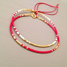Amitié String rouge Bracelet superposition délicate Bracelet Kabbale Bracelet  Cette liste est pour un remplissage or perles Bracelet. Bracelet est