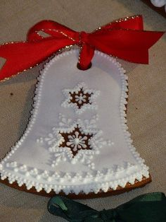 Gorgeous Gingerbread christmas bell cookie (pic only) Christmas Food Treats, Christmas Sugar Cookies, Halloween Cookies, Holiday Cookies, Christmas Baking, Cookie Cake Designs, Bolacha Cookies, Crazy Cookies, Christmas Gingerbread House