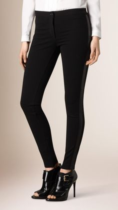 Jersey leggings tailored for a skinny fit. The clean design is finished with side panels in smooth, supple lambskin.