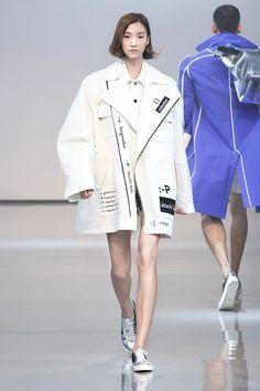 Hyun Ji Eun at Munn Spring 2015 Seoul Fashion Week.