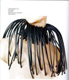 """Silvia Beccaria, Gorgiera """"Mora d'Inverno"""",  2008. Pubblicata in Farneti Cera D., """"Fashion Jewellery: Made in Italy"""", ACC, 2013. http://www.studio-filarte.it/"""