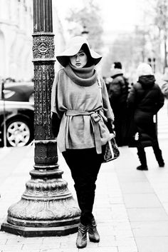 Love Dian's look at this scene.. #hijab #fashion #europe