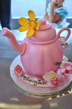 Tea Pot Cake by thecakemamas