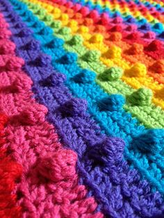 crochet bobble stitch rainbow blanket ~ free pattern (in the process of buying yarn for colors) Crochet Motifs, Crochet Stitches, Crochet Patterns, Bobble Stitch Crochet Blanket, Manta Crochet, Crochet Baby, Knit Crochet, Rainbow Crochet, Rainbow Afghan