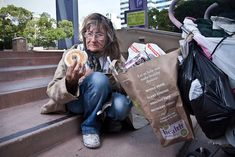 Photographer Trades a Bagel with the Homeless for a Story - My Modern Metropolis