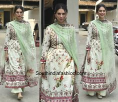Aditi Rao Hydari was snapped at the spring summer collection launch at Varsha Fashion wearing a half white printed palazzo suit. A pair of silver antique jhumkis and kolhapuris rounded out her look. We love her ethnic look! Pakistani Dresses, Indian Dresses, Indian Outfits, Dress Indian Style, Indian Wear, India Fashion, Ethnic Fashion, Classy Summer Outfits, Kurta Designs