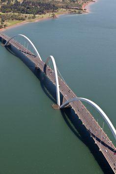 Le pont Juscelino Kubitschek mesure 60 m de hauteur et s'étend sur 1 200 m. Il se trouve à #Brasilia.