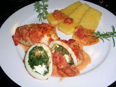 Calamarituben, gefüllt mit Spinat   Schafskäse, an Polenta   Tomatensauce