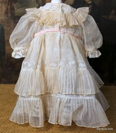 Lovely dress of tulle and Valenciennes lace.