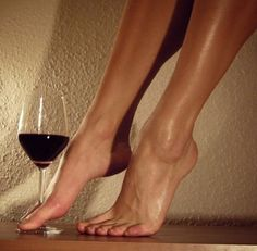 Women With Wine : Photo Gorgeous Feet, Beautiful, Frauen In High Heels, Shotting Photo, Body Photography, Vintage Photography, Creative Photography, Foot Pictures, Female Feet