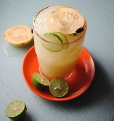 Not as Sour as You Think: Guayaba Limeade Fruity Drinks, Fun Drinks, Healthy Drinks, Mexican Food Recipes, Dessert Recipes, Mexican Drinks, Cuban Cuisine, Smoothies, Dinner Side Dishes