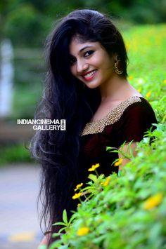 Drishya Raghunath At Jd Institute Fashion Show 10 Beautiful Girl Photo, Cute Girl Photo, Beautiful Girl Indian, Beautiful Long Hair, Wonderful Picture, Beautiful Birds, Beauty Full Girl, Cute Beauty, Beauty Women