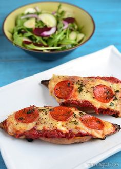 Slimming Eats Pizza Topped Sweet Potato - gluten free, vegetarian, Slimming World and Weight Watchers friendly Easy Slimming World Recipes, Slimming Eats, Dinner Recipes For Kids, Healthy Dinner Recipes, Kids Meals, Eat Pizza, Easy Food To Make, Daily Meals, Crackers