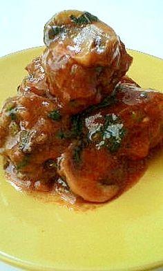 楽天が運営する楽天レシピ。ユーザーさんが投稿した「大豆ミート入りミートボールトマトソース」のレシピページです。そのままも美味しいけど、パスタにかけて召し上がると良いですよ!。大豆ミートミートボールトマトソース。大豆ミート(ひき肉タイプ),挽き肉,玉ねぎ(みじん切り),パセリ,ミートソース,マシュルム,塩、コショウ、バジル,薄力粉,油