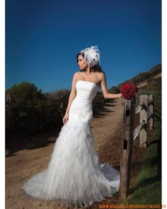 Luxuriöse wunderbare Brautmode aus Tüll traumhafte Brautmode mit Schleppe